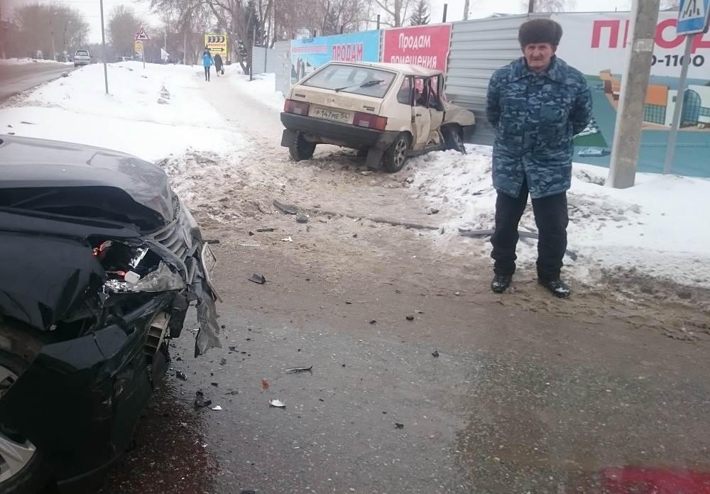 «Лексус» жестко таранил не уступившего ему дорогу ВАЗ-2109