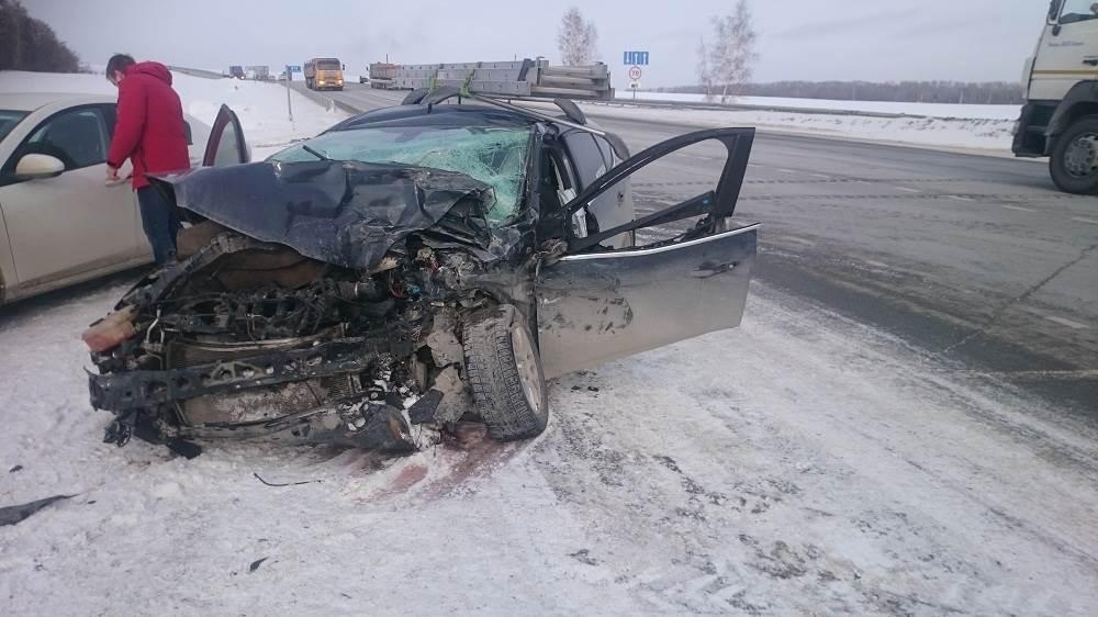 Пострадавшему водителю требуется помощь очевидцев ДТП