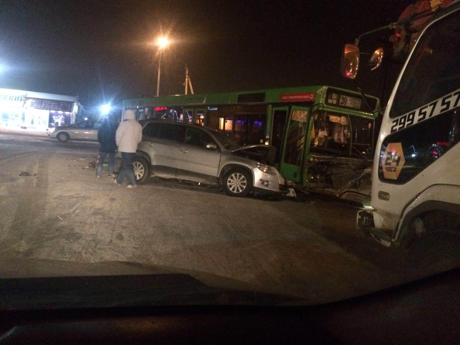 Нетрезвый водитель «Фольксвагена» таранил автобус на Бердском шоссе