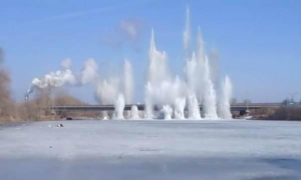 В Искитиме осуществлен подрыв льда в рамках подготовки к паводку (видео)
