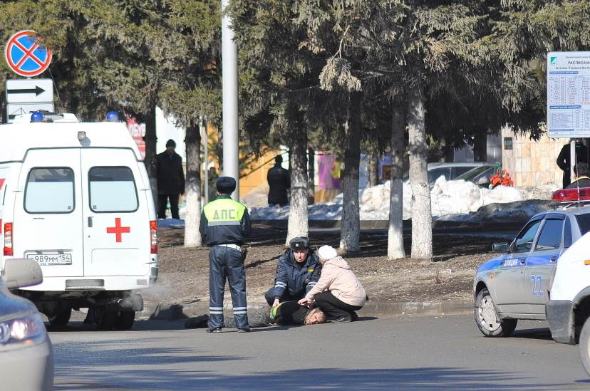 Весна: Неадекваты кидаются под машины в Бердске
