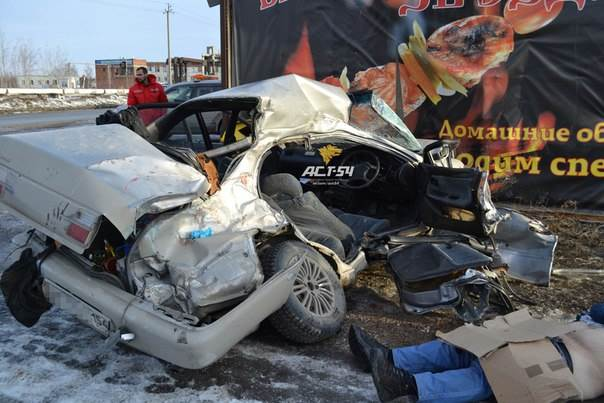 В Новосибирске погиб водитель с 3-месячным с водительским стажем