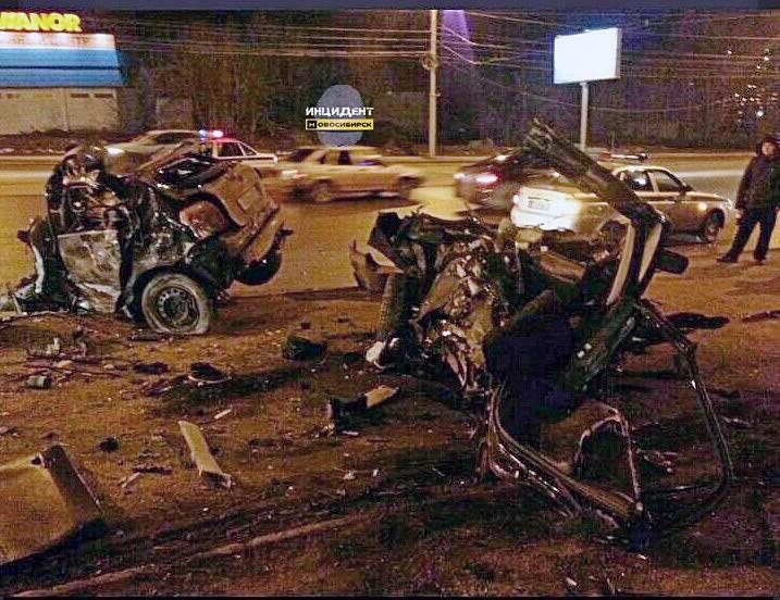 ФОТОФАКТ: В Новосибирске автомобиль разорвало на части, «гонщик» погиб