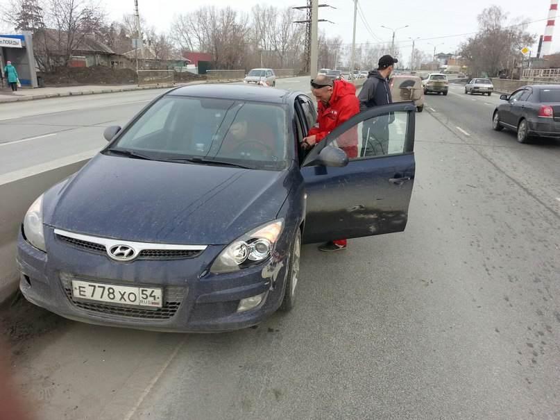 ВИДЕОФАКТ: «Учитель» сам себя высек на трассе М-52 в Бердске