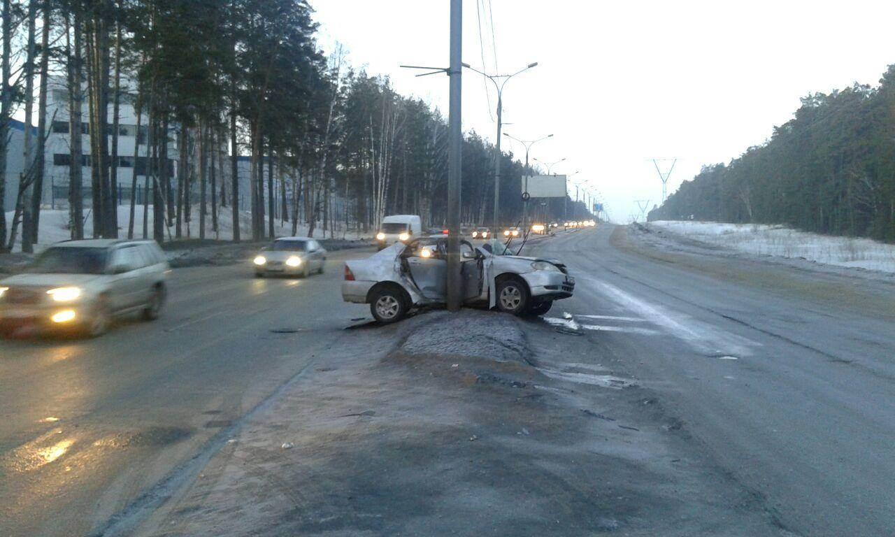В больнице скончался пассажир «Короллы», въехавшей в столб на трассе М-52