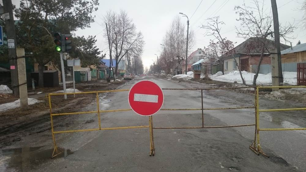 Дорога в Бердске провалилась из-за коррозии трубы