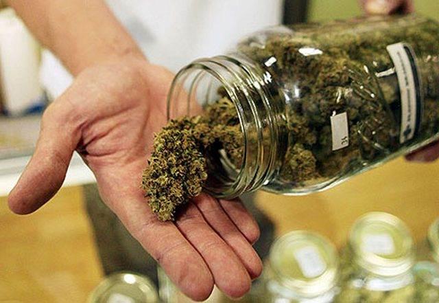 Сотрудники ГИБДД задержали автомобиль, перевозивший марихуану