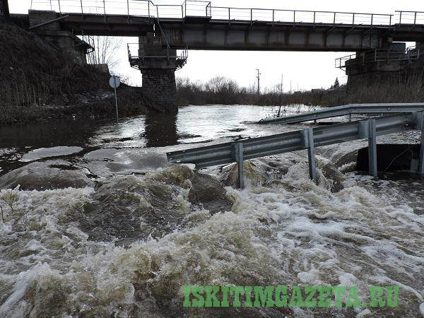 Реки затопили два переезда в Искитиме