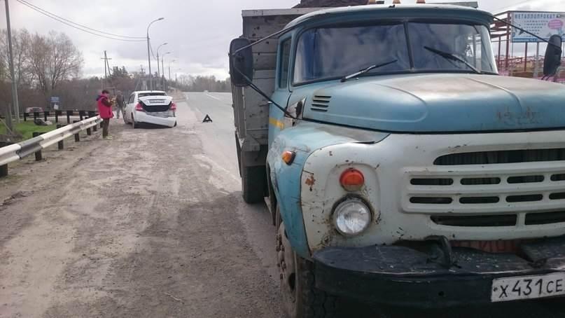 Грузовик снес легковушку на М-52 под Бердском