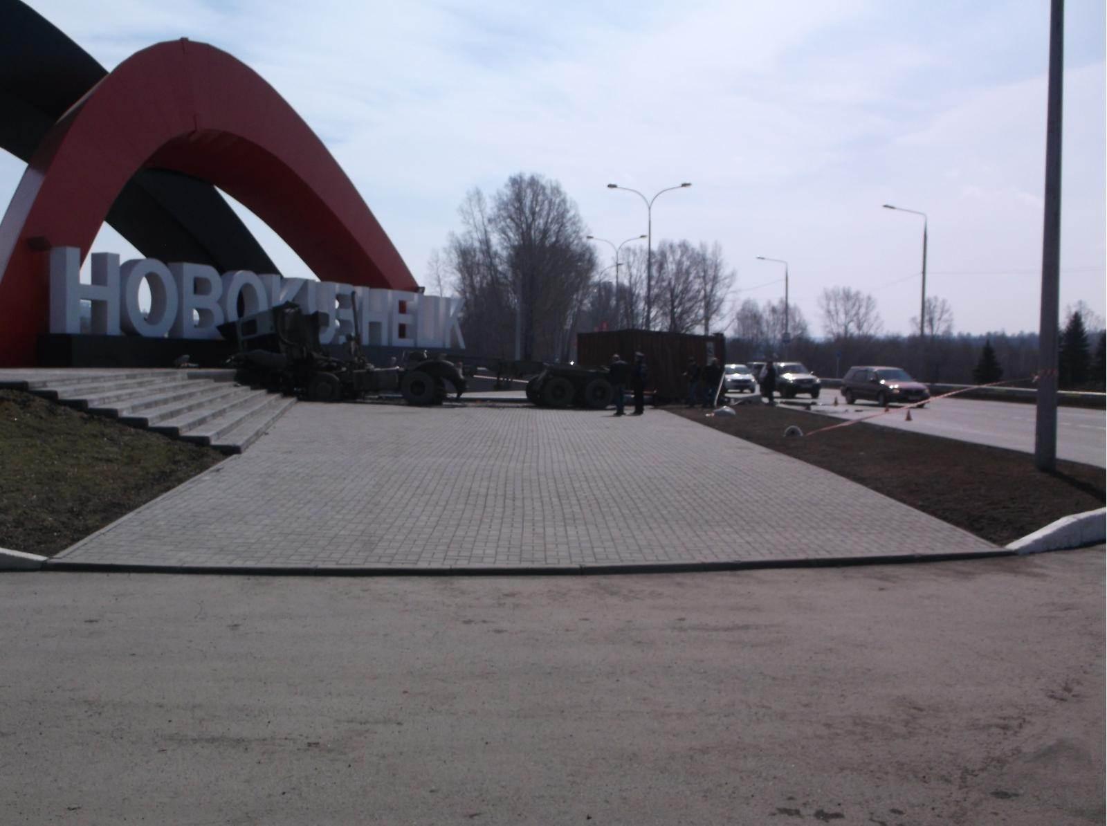 В ДТП на въезде в Новокузнецк пострадал новосибирский дальнобойщик