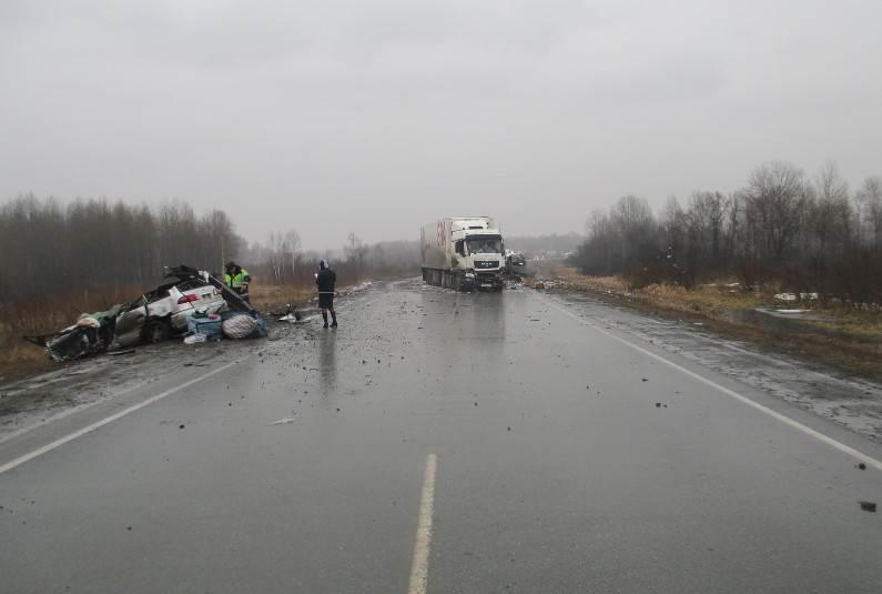 Один человек погиб, двое ранены в ДТП, совершенном водителем, уснувшим за рулем