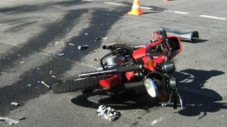 Погиб мотоциклист, сорвавшись с бетонного парапета в Советском районе