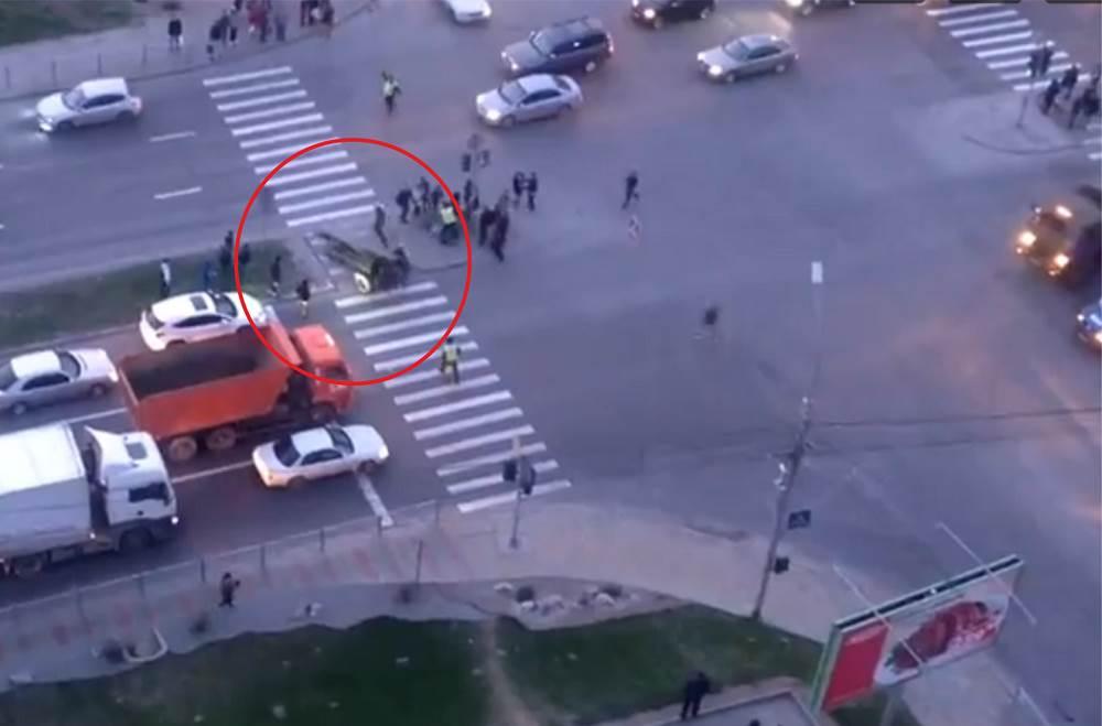 ВИДЕОФАКТ: Пушка прокатилась по дороге в Новосибирске
