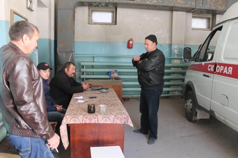 Скорая: «Лечить» главврача Бердска по поводу зарплат водителям едут из Москвы