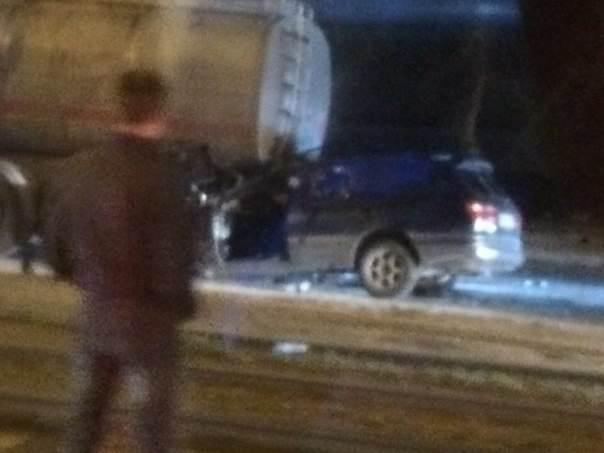 Иномарка в Новосибирске влетела в бензовоз, а мотоцикл в деревне – в опору электропередач. Водители ТС погибли