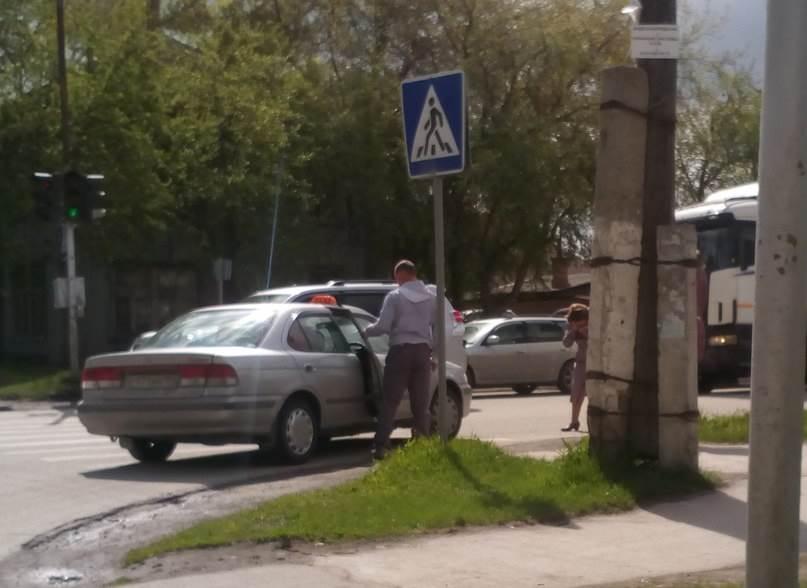 «Курьер.Среда.Бердск» назвал нелегальным таксиста сбившего женщину на перекрестке в Бердске