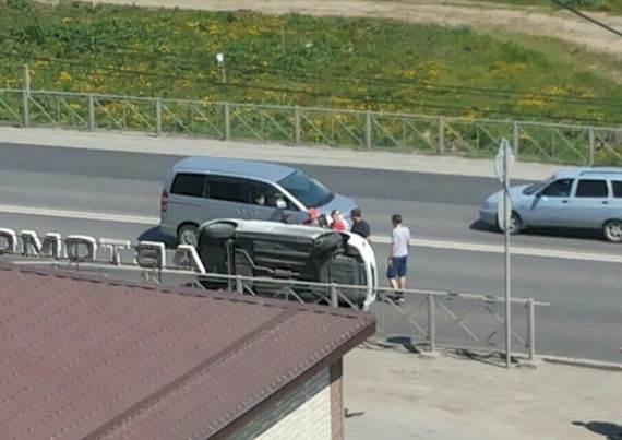 Перевернулся Hyundai с девушками на трассе М-52 в Бердске