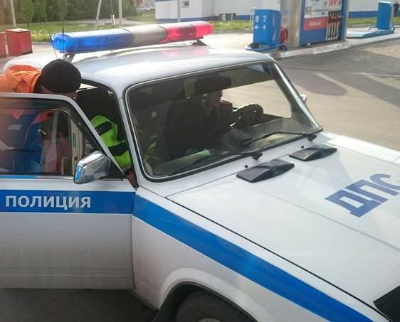 Автоледи наехала на заправщика в Бердске, обматерила его и скрылась с места происшествия
