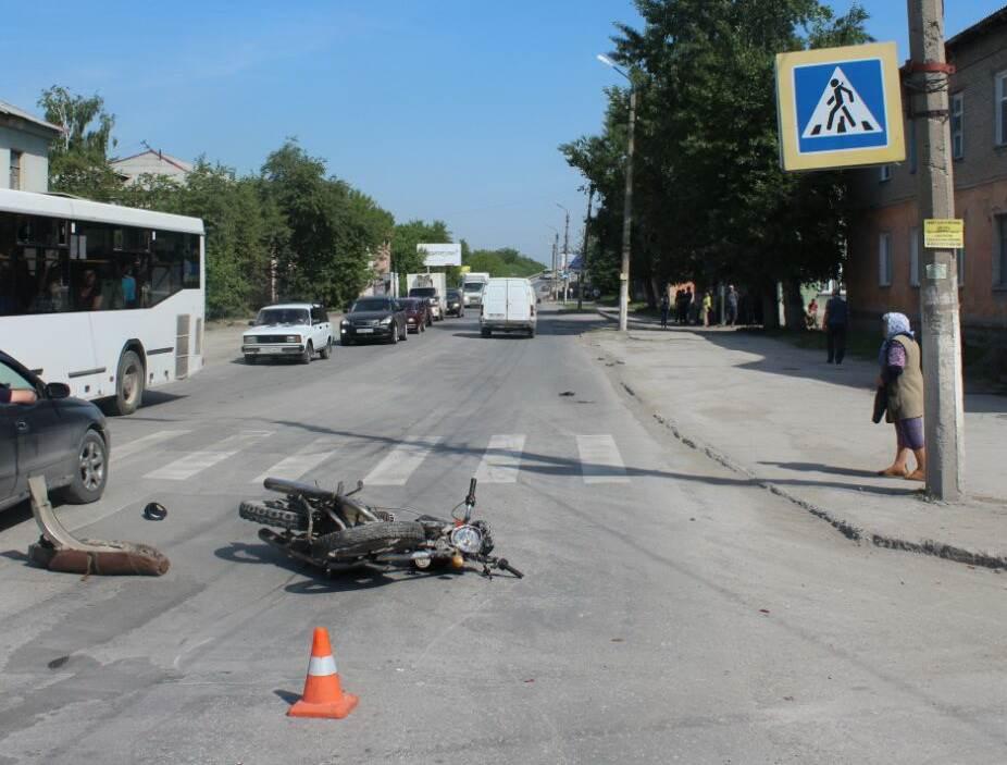 В Искитиме серьезно пострадал «безправный» мотоциклист