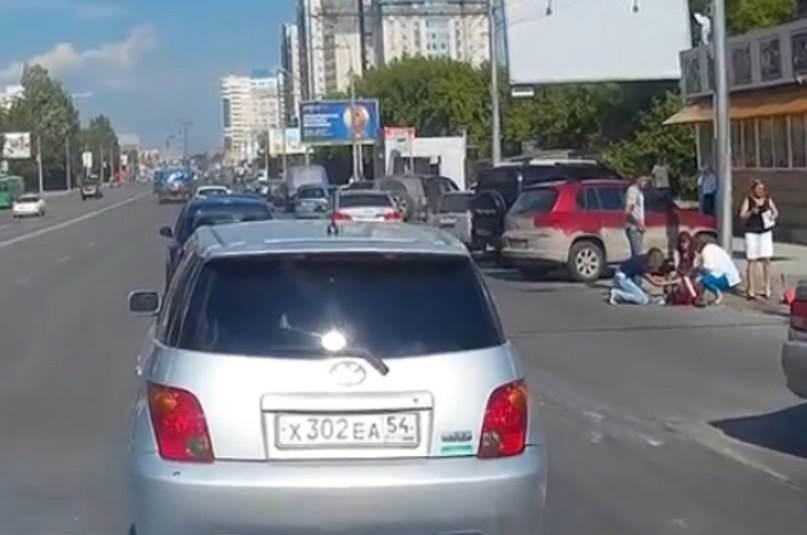 Один из трех детей, сбитых иномаркой в Новосибирске, умер в реанимации