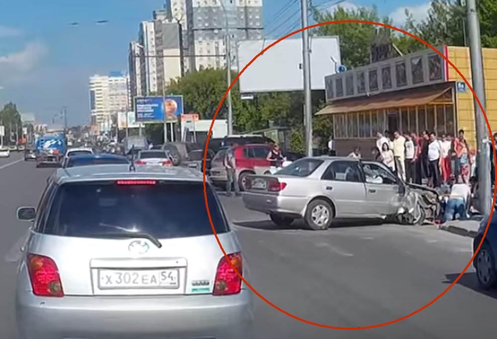 В ДТП в Новосибирске серьезно травмированы трое детей. Водитель сбежал