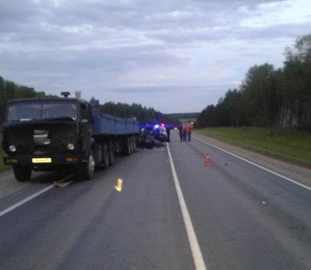 В ДТП на трассе погибли три человека, в том числе ребенок (фото)