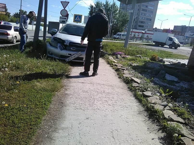 ФОТОФАКТ: «Гонщики» в Бердске «считают» поребрики