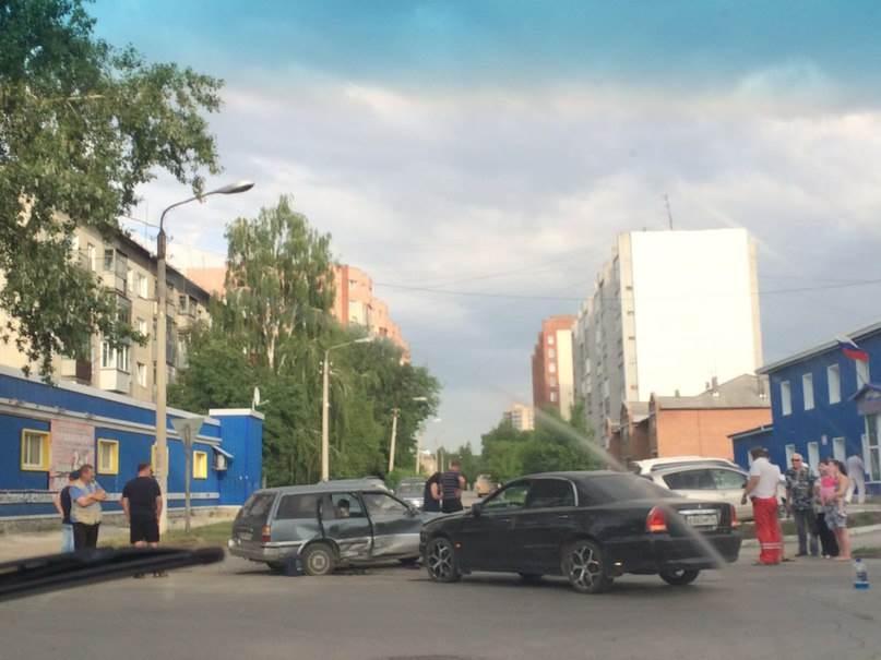 Бедро сломала пассажир иномарки в столкновении двух авто в Бердске