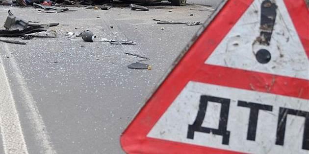 В лобовом столкновении грузовика и легковушки погибли три человека