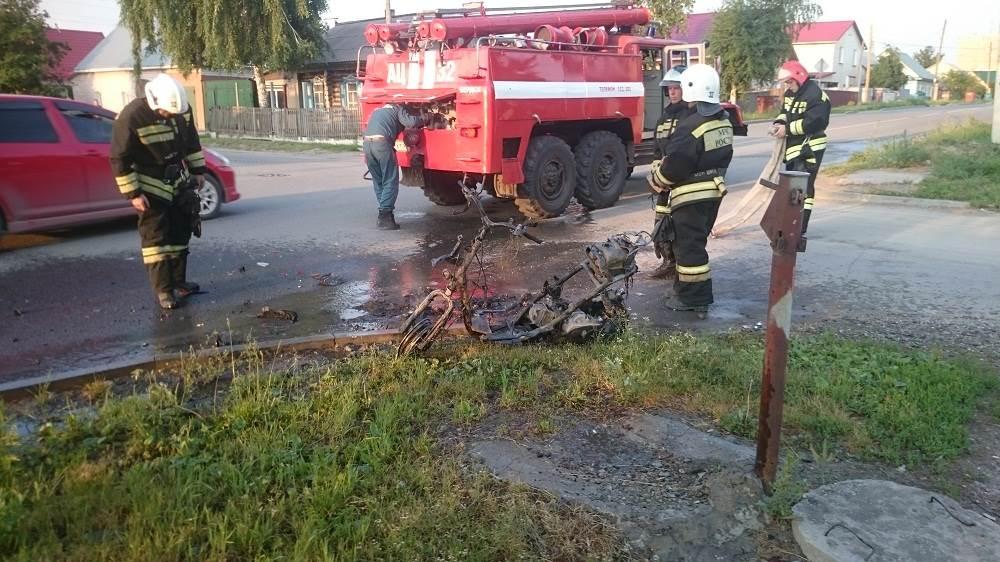 Мопед попал в ДТП в Бердске и сгорел