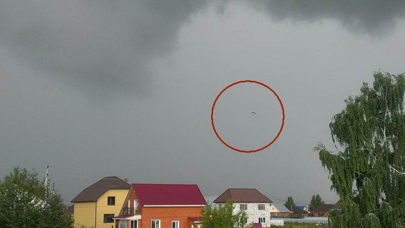 Полеты в грозовом небе Бердска: обошлось без пострадавших (фото)