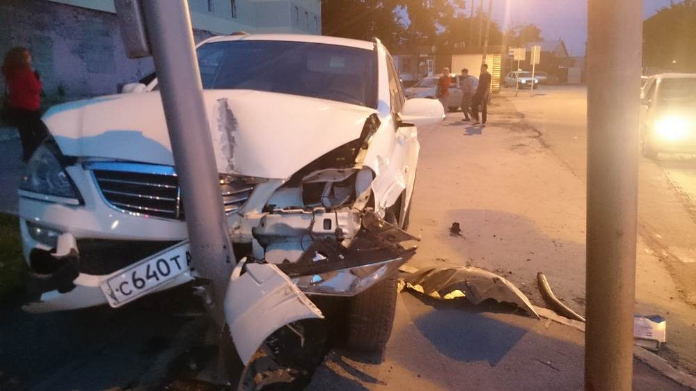 Пьяный водитель сбил семью из 4 человек на перекрестке в Бердске