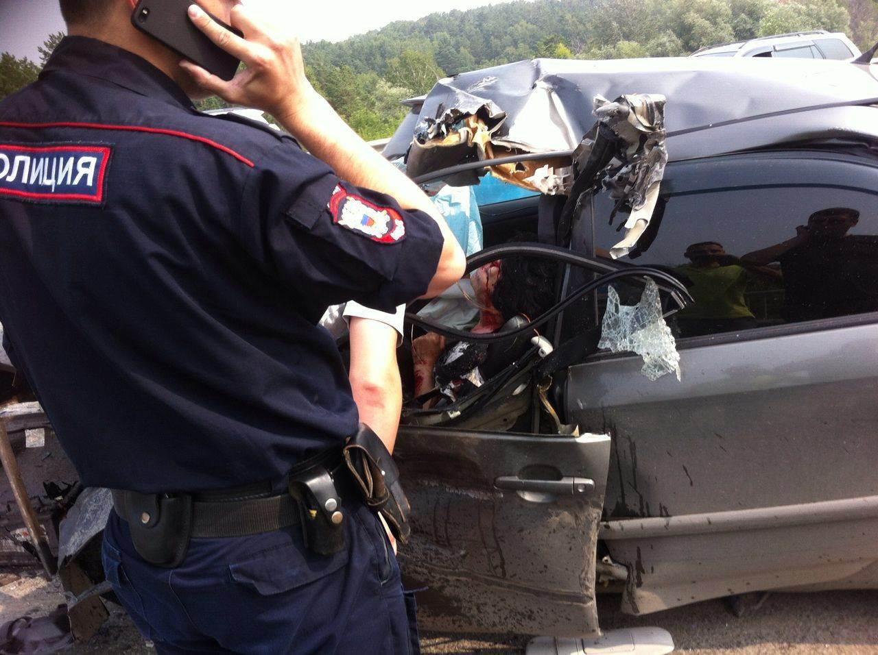 Женщину зажало в салоне автомобиля в результате лобового ДТП под Бердском