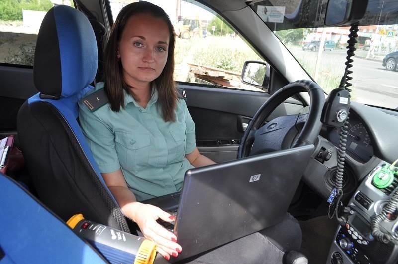 Приставы запретили бердчанину водить автомобиль