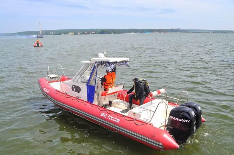 Судовладелец хотел, чтобы спасатели подняли утонувший мотор лодки