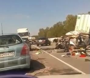 Видеофакт: 4 человека погибли в лобовом на трассе