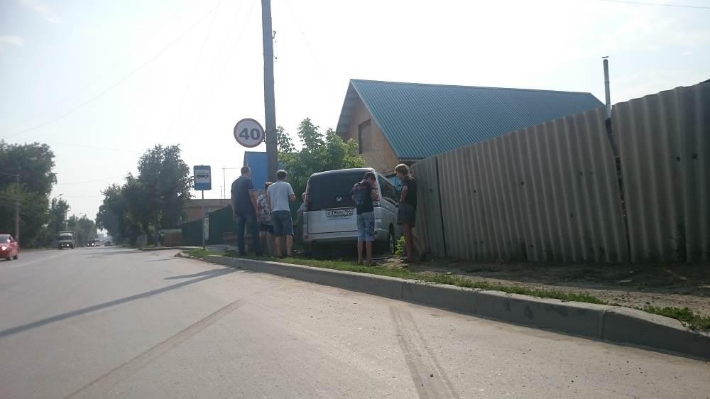 Ломают заборы и гоняют пьяными некоторые водители Бердска