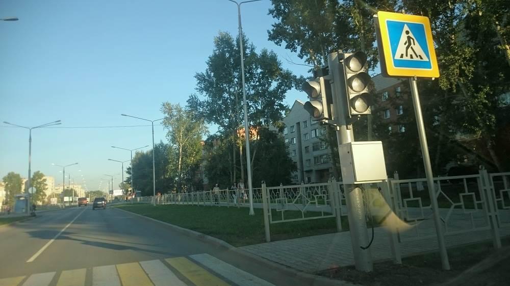 ФОТОФАКТ: У 10-й школы в Бердске установлен светофор