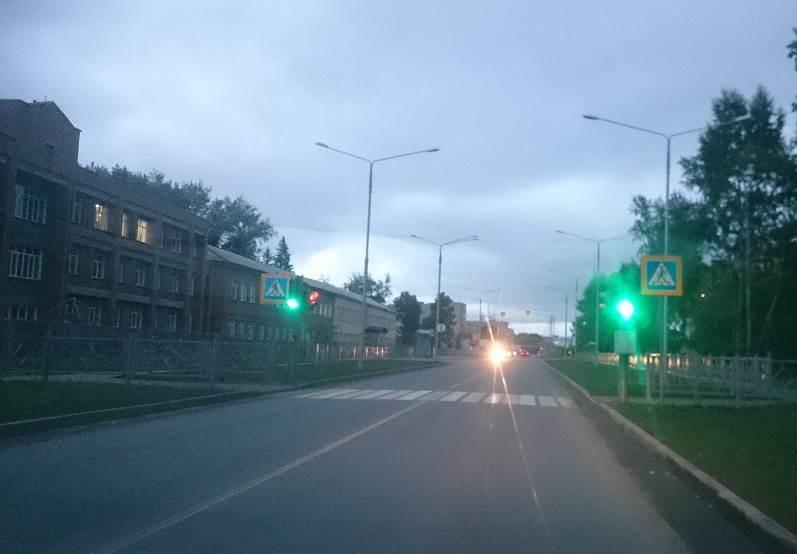 Фотофакт: Заработал светофор для учащихся 10 школы в Бердске