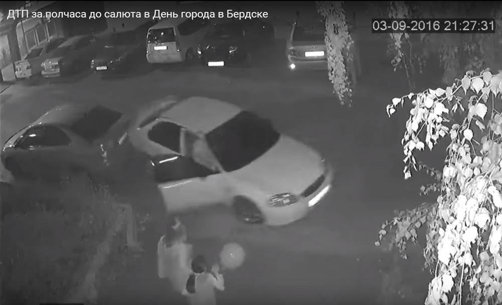 Видеофакт: ДТП в Бердске за полчаса до салюта, или Как девушка разбирается с обидчиками