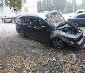 Сегодня в Бердске горел автомобиль «Хонда Стрим»