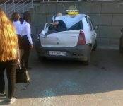 В Новосибирске подросток упал с высотки на легковой автомобиль