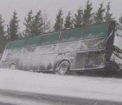 Инспекторы ДПС отогрели водителей замёрзшего на трассе под Новосибирском автобуса