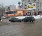 Фотофакт: тройное ДТП в центре Бердска + большегруз с Нивой