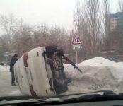 Водитель Acura перевернул свой автомобиль в Академгородке