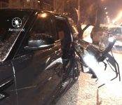 Снегоуборщик вырвал дверь внедорожнику Range Rover в Новосибирске