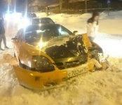 Жёсткое столкновение иномарок на скользком перекрёстке в Бердске