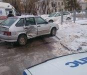 В столкновении иномарки и ВАЗа в Бердске травмирована одна из водителей