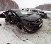 Женщина и мужчина погибли в лобовом столкновении автомобилей на трассе в НСО