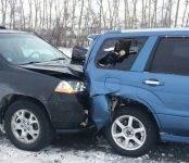 Акура врезался в стоявший на трассе Форестер… И другие аварии в нашем регионе
